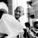 Ο Mahatma Gandhi [Public domain], via Wikimedia Commons